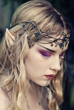 Makeup & Hair Ideas: elvish hair & make up….beautiful Makeup & Hair Ideas: elvish hair & make up.beautiful – Das schönste Make-up Elfa, Elf Costume, Cosplay Costumes, Fairy Costume Makeup, Maquillage Halloween, Halloween Makeup, Scarecrow Makeup, Elvish Hairstyles, Elfen Fantasy