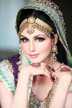 Bridal Face Makeup For Beautiful Bride Indian Makeup, Indian Beauty, Arabic Makeup, Bride Makeup, Wedding Makeup, Wedding Bride, Bride Groom, Dulhan Makeup, Pakistani Bridal Makeup
