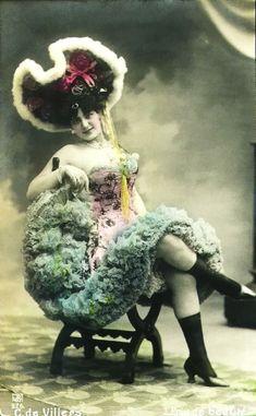 Vintage French hand tinted photo postcard - Actress Carmen de Villers in stunning dress - Victorian Paper Ephemera Vintage Burlesque, Vintage Circus, Old Pictures, Old Photos, Rare Photos, Vintage Photographs, Vintage Photos, Vintage Artwork, Moulin Rouge Paris