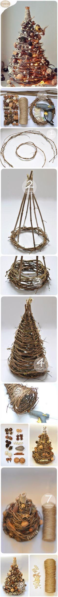 Tutorial come creare un albero di Natale con rametti, spago, ghiande e perline.