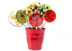 כיף להכין סוכריות בבית, גם לילדים וגם לאירוח יצירתי. אפילו מבוגרים לא נשארים אדישים למראה הצבעוני והשמח ( צילום: יעקב הררי )