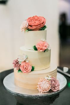 Cream and peach tiered wedding cake with pink buttercream flowers // Having first met when Gary was a sous chef and Lynette a patisserie chef (and now owners of grill/bar The Carving Board), the pair translated their love for food into their home engagement shoot and wedding at Tamarind Hill Singapore beautifully.