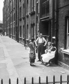 Housing in the East End, Wolfgang Suschitzky