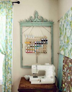 Em relação às linhas de costura há uma regra essencial: as linhas de algodão são usadas para costurar tecidos de fibras naturais, as linha...