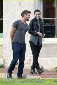 Ryan Gosling + Rooney Mara (untitled Terrence Malick Project, Oct/12)