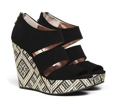 Black and white tribal wedges. Crazy Shoes, Me Too Shoes, Sydney Black, Mode Shoes, Shoe Boots, Shoe Bag, High Heels, Wedge Heels, Pumps
