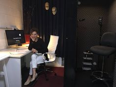 Working late in my recording studio. #voices #voiceovers #corporatenarration #explainervideos #elearning #ivr #documentaries #voiceartists #voiceactors #voiceoverartists #corporatevideo #corporatevoices