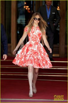 Loved this teacup short-sleeved dress that Jennifer Lawrence wore. The salmon-colored detailing is just adorable.