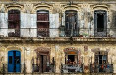 Another thing I liked so much in Cuba was the old part of the cities. Looking at the picture below sort of gives me the feeling that there is just chaos. But if you look closer, there is not. Cuba, Give It To Me, Bring It On, Closer, Cities, Old Things, Island, Pictures, Photography