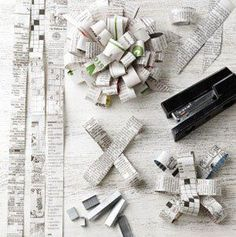 cintas de regalo con papel de diario