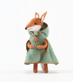 Charlotte Fox's cloak pattern felt cloak by CynthiaTreenStudio Felt Diy, Felt Crafts, Kids Crafts, Cloak Pattern, Fox Pattern, Muñeca Diy, Softies, Plushies, Diy Doll
