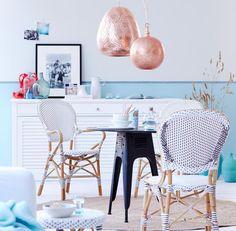 Kleine Räume brauchen einen Fokus. Das gelingt mit einem Teppich oder einer Hängeleuchte