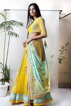 Indian bridal wear yellow india 33 ideas for 2019 Yellow Lehenga, Red Lehenga, Anarkali, Sharara, Salwar Kameez, Indian Bridal Wear, Indian Wear, Indian Mehendi, Indian Style