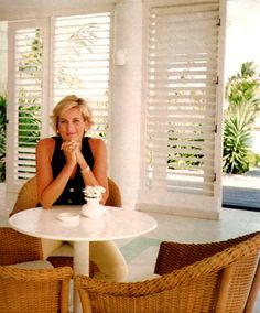 Lovely informal photo of Diana, Princess of Wales.