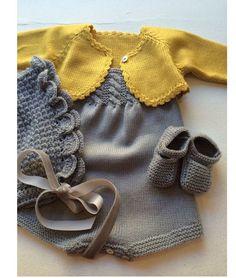 Y esta monería se va para Rafi Baby Knitting Patterns, Knitting For Kids, Baby Patterns, Baby Pullover, Baby Cardigan, Pull Bebe, Knitted Baby Clothes, Baby Knits, Baby Sweaters