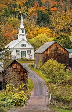 Waits River, Vermont ~ New England autumn landscape by pedro lastra~~ Old Country Churches, Old Churches, Abandoned Churches, Abandoned Mansions, Abandoned Places, Le Vermont, Beautiful World, Beautiful Places, Church Building