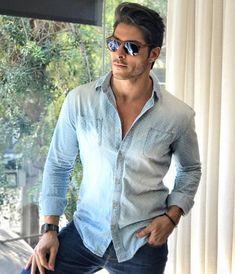 Que tal apostar no azul jeans para passar o reveillon? Inspiração no lindo @brunosantos_sp que investiu em acessórios maravilhosos para complementar! #oticaswanny #brunosantossp #persol #lookdereveillon #lookmasculino