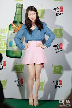 Young Girl Fashion, Iu Fashion, Korean Fashion, Women With Beautiful Legs, Beautiful Asian Girls, Pretty Korean Girls, Girls In Mini Skirts, Military Girl, Famous Women