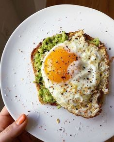 This Fried Egg Avocado Toast recipe is featured in the Breakfast Eggs along with. This Fried Egg A Healthy Meal Prep, Healthy Breakfast Recipes, Healthy Snacks, Healthy Recipes, Egg Recipes, Vegetarian Breakfast, Healthy Fruits, Keto Meal, Clean Eating Snacks