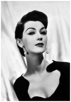 現代神秘蒙娜麗莎:50年代臉蛋最精緻的絕美超模朵薇瑪 Dovima Marion 13