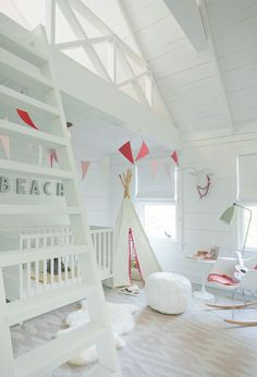 House Tour: Hamptons Cottage - Design Chic - Beach Chic perfection!