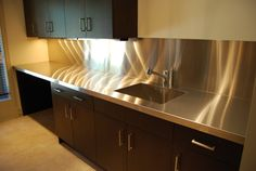 Strong, hygienic, and resistant to heat and water, stainless steel is an ideal surface for almost any room in the home. Our custom fabricated coun… Stainless Steel Countertops, Basement Kitchen, Under Cabinet Lighting, Metal Homes, Cuisines Design, Modern Kitchen Design, Home Kitchens, Kitchen Cabinets, House Design