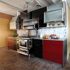 A black Heartland range surely commands attention when endcapped by fire engine red cabinetry!