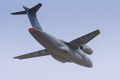   El programa KC-390 continúa con el desarrollo del prototipo PT-ZNF y la semana pasada registró un hito, el primer aterrizaje del nuevo transporte militar en la sede de Embraer en São José dos Campos, donde la empresa vino al mundo y son fabricados, entre otros aviones, los E-Jets de aviación comercial.