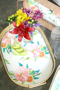 DIY Thirft Store Floral Tray Makeover - Looks like this belongs in Anthropologie! Love this DIY Hack.