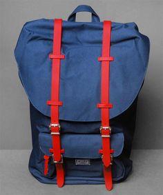 Neu im Shop: Herschel Little America Backpack in Navy/Red - http://www.numelo.com/herschel-little-america-backpack-p-24513140.html #herschel #littleamericabackpack #taschen #numelo