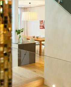 Einfamilienhaus in Wien - Hietzing:  180 m²   Holzbau   Passivhaus  ⓒ Planung: Melis + Melis   Architekturbüro. Mehr Informationen finden Sie auf unsere website melisplusmelis.com Divider, Room, Furniture, Home Decor, Window Design, Skylight, Villas, Detached House, Bedroom