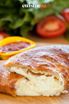 Une calzone aux quatre fromages est facile à cuisiner ! #recette#cuisine#calzone #fromage#pizza Calzone, Gourmet, Pizza, Food, Cooking Food, Greedy People