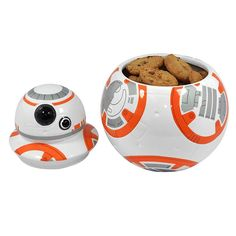 Keep all your Wookie Cookies fresh and tasty Stores cookies, biscuits and the secret whereabouts of Luke Skywalker Detailed,stunningceramic design Flat base to stop BB-8 rollingawayon his own secret missions Give BB-8 athumbs upevery time you pick a custard cream No more cookies in the jar? Why, BB-8 them all! Dimensions: Height 19cm, Width 16cm …
