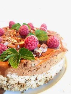 Glasstårta med nötmarängbotten - Victorias provkök