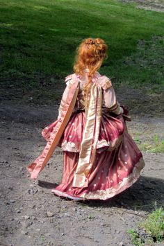 """Oh that royal red hair!  the long tails are called """"Queen sleeves"""""""