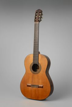 Andres Segovia's 1912 classical guitar, given to him by the maker, Manuel Ramirez in Madrid. Flamenco Guitar Lessons, Classical Guitar Lessons, Acoustic Guitar Lessons, Acoustic Guitar Cake, Classical Music, Classical Guitars, Classical Acoustic Guitar, Unique Guitars, Vintage Guitars