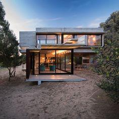 Casa MR Por: Luciano Kruk, arq.