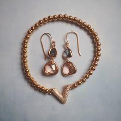 Pack Bracelet V Zirconium Plaqué Or Jaune et Boucles d'oreilles Double Goutte Gris Rose Opal
