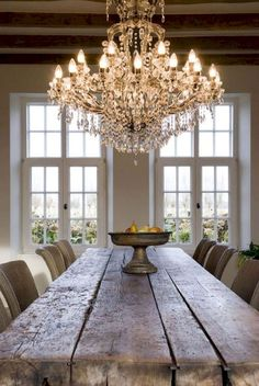 Fancy French Country Dining Room Decor Ideas #frenchcountry #diningroom #chandelier #farmhousestyle #farmhousetable #frenchfarmhouse