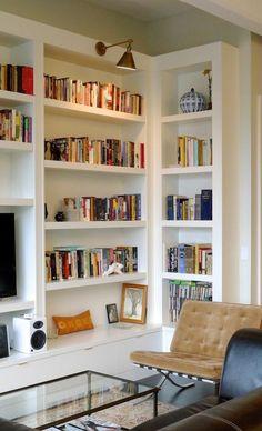 Simple But Smart Shelves Decoration For Living Room Storage 27 Stairs In Living Room, Ikea Living Room, Living Room Storage, Toilette Design, Bibliotheque Design, Etagere Design, Bookshelves In Living Room, Bedroom Bookshelf, Design Salon