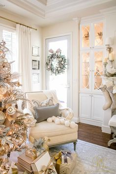 How Japanese Interior Layout Could Boost Your Dwelling Christmas Home Tour 2017 - Silver And Gold Christmas Family Room With Elegant Touches-Randi Garrett Design Elegant Christmas Trees, Gold Christmas, Family Christmas, All Things Christmas, Christmas Holidays, Christmas Wreaths, Christmas Decorations, Holiday Decor, Christmas 2019