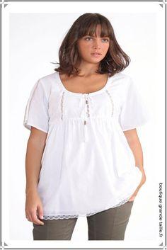 Tunique féminine en coton blanc de la 42 à 62, coupe classique très tendance, dentelle et broderies.