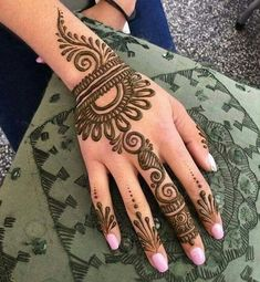 Explore latest Mehndi Designs images in 2019 on Happy Shappy. Mehendi design is also known as the heena design or henna patterns worldwide. We are here with the best mehndi designs images from worldwide. Simple Henna Patterns, Simple Arabic Mehndi Designs, Henna Art Designs, Mehndi Designs For Girls, Indian Mehndi Designs, Mehndi Designs 2018, Mehndi Designs For Fingers, Mehndi Simple, Wedding Mehndi Designs