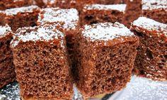Bizcocho de Chocolate:  4 huevos,100 gr azúcar,75 gr harina  30 gr de cacao en polvo,mantequilla y harina para el molde,azúcar glas y agua. Separa las claras  y móntalas por separado.Mezclalas.+ harina y el cacao en polvo espolvoreándolos poco a poco.hornea a 170 durante 30´