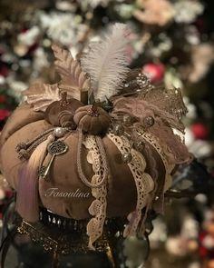 Christmas Pumpkins, Christmas Wreaths, Fall Deco, Creativity, Jewels, Photo And Video, Halloween, Decoration, Holiday Decor