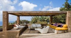 so awesome, i would definitely nap here | Italian Home Design - Flavio Albanese Interiors - ELLE DECOR