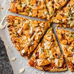Check out this great recipe from Franks RedHot: Franks-Redhot-Buffalo-Chicken-Pizza To make personal pizzas, substitute four pizza crusts for the large crusts. Buffalo Chicken Pizza, Shredded Buffalo Chicken, Buffalo Chicken Dip Recipe, Chicken Nachos Recipe, Buffalo Chicken Sandwiches, Chicken Sandwich Recipes, Pollo Kfc, Hot Sauce Recipes, Pasta