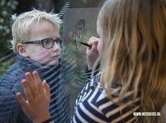 Met deze tips kun je je kind vrij gemakkelijk laten portrettekenen. Doe het jaarlijks en bewaar ze. Zo krijg je een prachtig overzicht! #tekenen #sample