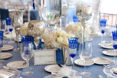 http://blog.karentran.com/wp-content/uploads/2010/07/cobalt-blue-wedding-tabletop1.jpg