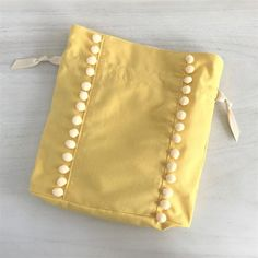 Handmade Flowers, Handmade Bags, Hand Embroidery Videos, Diy Crafts Hacks, Linen Bag, Beaded Bags, Fabric Bags, Sewing Projects For Beginners, Sewing Basics